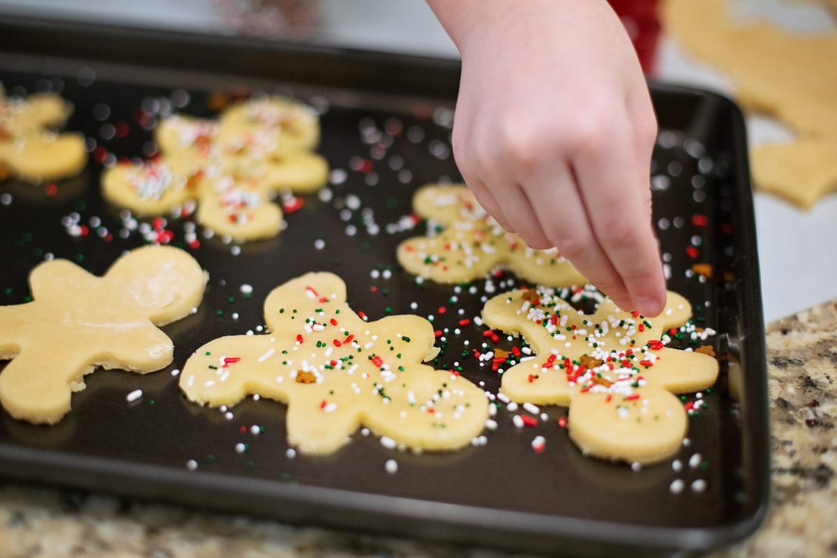 Baking christmas cookies is a great way to save money on christmas gifts. Make homemade gifts to save money on Christmas this year.