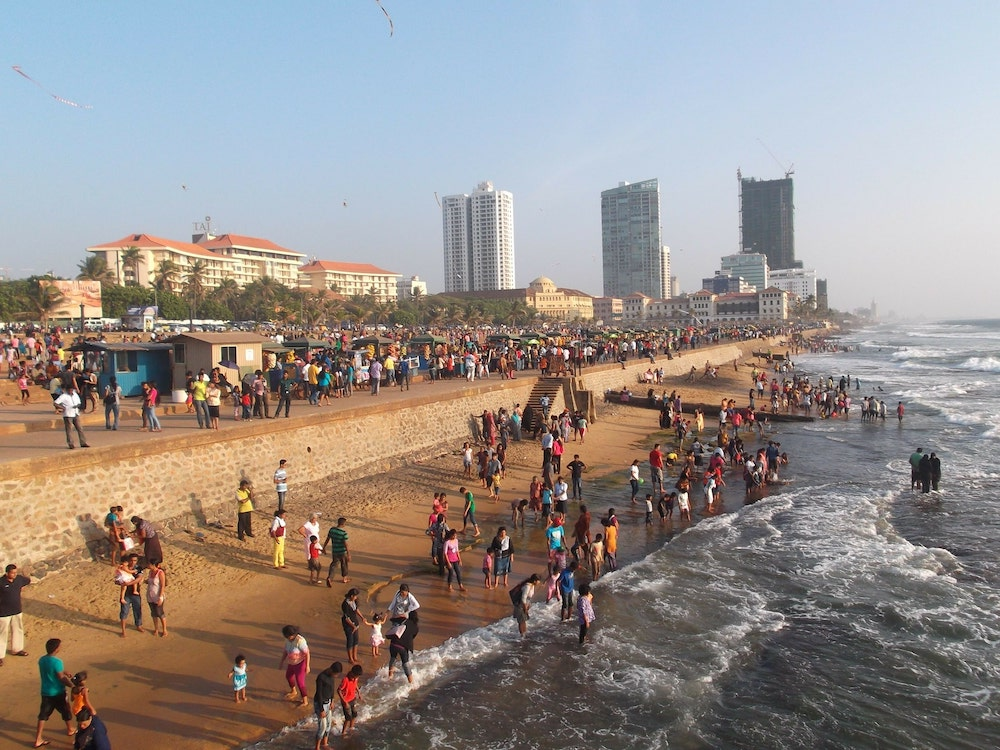 Best things to do in Sri Lanka visit Galle face green beach